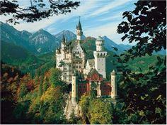 El castillo de Neuschwanstein en Baviera cerca de Füssen, Alemania.
