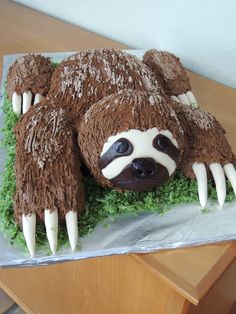 Sloth Cake on Cake Central Baby Sloth, Cute Sloth, Animal Birthday, Birthday Fun, Cake Birthday, Fancy Cakes, Cute Cakes, Sloth Cakes, Party Fiesta