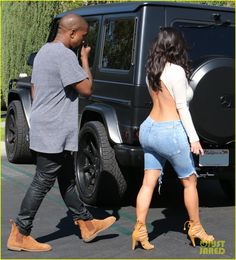 Hopefully the movie theater wasn't chilly. Kim Kardashian wore a backless top and shorts for a movie date with Kanye West in Calabasas, California, Sunday. Kim Kardashian Kanye West, Kim Kardashian Movie, Estilo Kardashian, Kanye West And Kim, Kardashian Photos, Kardashian Style, Kardashian Jenner, Kylie Jenner, Kardashian Kollection