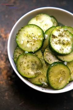 dill pickle chips - #cucumberchips Vegan Snacks, Healthy Snacks, Vegan Recipes, Cooking Recipes, Eating Healthy, Vegan Food, Easy Recipes, Cucumber Chips, Dill Pickle Chips
