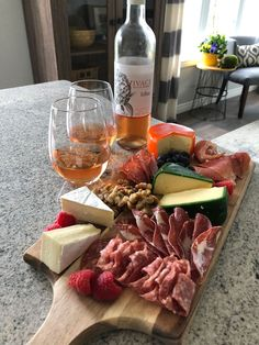 Vivace Estate Winery 2017 Brillante Rosé with Charcuterie at Easter! 🐣 Celebrate the most colourful season with Vivace Brillante Rosé! Blush Wine, Essex County, Summer Berries, Wineries, Charcuterie, Happy Easter, Brewery, Fruit, Rose