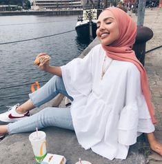 Image in Esraa Majid& hijab collection on We Heart It # fashiontrends . - Image in Esraa Majid& hijab collection on We Heart It # fashiontrends - Hijab Fashion Summer, Modest Fashion Hijab, Modern Hijab Fashion, Street Hijab Fashion, Hijab Fashion Inspiration, Islamic Fashion, Fashion Mode, Muslim Fashion, Look Fashion