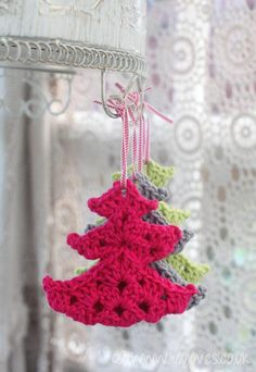 Happy Holidays Crochet tree made with 3 folded granny squares So clever