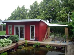 Eine Tolle Idee! Rechteckiger Gartenteich, Der Mit Naturholz Umrandet  Wurde. Das Highlight:
