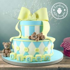 Boxes & Bears - Cake by Valentina Soldano