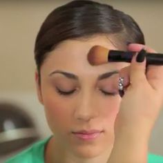 Disguise forehead wrinkles with a few simple makeup tips.