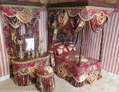DOLLHOUSE CANOPY BEDROOM SETS