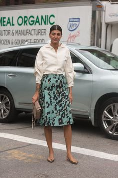 Pin for Later: #TBT: See All the Best Street Style From NYFW Last Season NYFW Street Style Day 5 Giovanna Battaglia showed us there's nothing wrong with wearing flats.