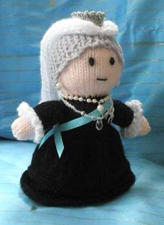 Victoria doll for Mum Dr Who Queen Victoria- Michelle Camina's Crochet board is seriously one of my new favorite placesDr Who Queen Victoria- Michelle Camina's Crochet board is seriously one of my new favorite places Knit Or Crochet, Crochet Toys, Knitted Dolls, Knitted Hats, Doll Patterns, Knitting Patterns, Simply Knitting, Big Knits, Queen Victoria