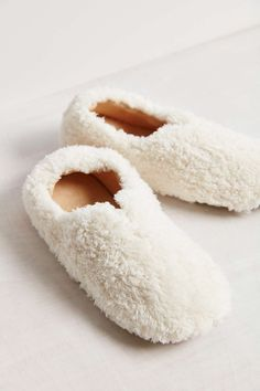 UO Fluffy Slipper