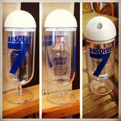 Absolut Capsule (แอปโซลูท แคปซูล) Limited Edition มีจำนวนจำกัดนะครับ แคปซูลสามารถเปลี่ยนเป็นแก้วขนาดใหญ่มีที่เปิดปิดสำหรับใส่หลอดสำหรับดื่มได้ครับ เปิดแอปโซลูท 1 ขวด รับฟรี 1 แคปซูลครับ มีแค่ 20 ชุดเท่านั้น หมดแล้วหมดเลยครับ