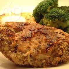 Putenschnitzel paniert / Durch die saure Sahne bleiben die panierten Putenschnitzel schön saftig. So isst mein Mann die Putenschnitzel am liebsten.@ de.allrecipes.com