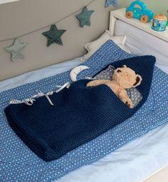Ce modèle est tricoté en 'Laine RAPIDO', coloris Indigo, aiguilles n°8, pour un modèle très rapide à tricoter. Au point mousse, Il sera également accessible à toutes les débutantes. Voilà un beau cadeau de naissance à offrir à bébé ! Modèle tricot n°26 du livre Marie-Claire 834 : Layette - Printemps/été 2014