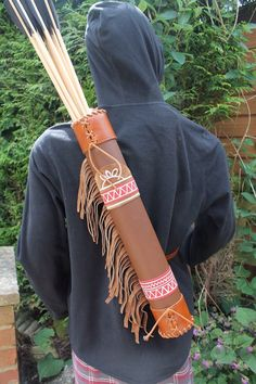 Archery quiver Assassin's Creed 3 with fringe by DruidcraftLeather Archery Quiver, Archery Arrows, Bow Arrows, Archery Hunting, Bow Tattoo Designs, Assassins Creed 3, Traditional Archery, Celebration Quotes, How To Make Bows