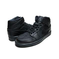 Sepatu Jordan 1 Mid 554724-011 adalah salah satu retro dari Air Jordan Retro  series. Sepatu yang mengambil tema Full Black ini memiliki bahan kulit dan  ... 724c11cb67