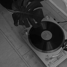 Black Aesthetic Wallpaper, Night Aesthetic, Black And White Aesthetic, Aesthetic Colors, Aesthetic Images, Aesthetic Wallpapers, Black And White Picture Wall, Black And White Wallpaper, Black N White