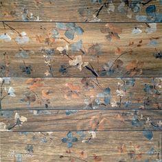 As madeiras desgastadas das casas de campo da Toscana, na Itália, inspiraram o porcelanato com impressão digital Maso Fiori, que vai na parede e no piso (exceto no de altíssimo tráfego). É vendido em kits de cinco réguas retificadas – com medidasde 7 x 53 cm, 10 x 53 cm e 17,5 x 53 cm –, cuja junção forma uma placa (R$ 79,90). Da Biancogres.