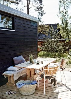 Outdoor Furniture Sets, Outdoor Living Space, Summer House, Outdoor Decor, Beautiful Homes, Outdoor Spaces, Outside Room, House Paint Exterior, Outdoor Living