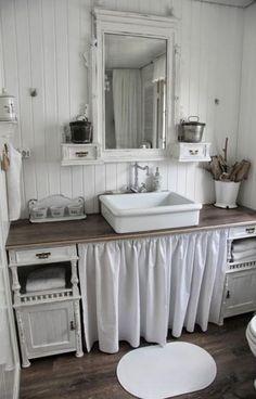 Schwanenteich badezimmer cottage bath, diy bathroom decor un Lavabo Shabby Chic, Baños Shabby Chic, Shabby Chic Furniture, Shabby Chic Dining, Shabby Vintage, Cottage Bath, Rustic Bathrooms, Small Bathroom, Diy Bathroom