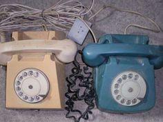 Sa ai cuplaj Explicatia e simpla: aveai un singur fir de telefon la care erau legate doua familii. Telefonul suna, ambele familii raspundeau si una trebuia sa inchida. Ai mei stabilisera un cod cu toti cei care ne cautau: sunau de 3 ori, inchideau, apoi formau iar. Cei care erau cuplati cu noi, isi instruisera prietenii sa sune de 4 ori. Childhood Memories, Nostalgia, The Past, Vintage, Internet, Technology, Travel, Tin Cans, Family History