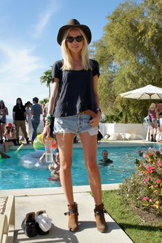 Elin Kling doing casual-cool at the Phillip Lim/Kanon Vodka pool party, during Coachella Festival Chic, Festival Looks, Festival Mode, Music Festival Fashion, Coachella Festival, Festival Outfits, Festival Wear, Coachella 2012, Irish Festival