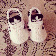 #crochet #tejer #tejido #gancho #ganchillo #instacrochet #handmade #hechoamano #tenis #adidas #baby #shoes #followers #followme by hilda_sant