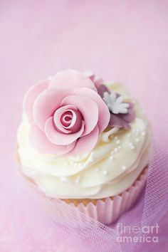 wedding cupcake.  #weddingcupcake #pinkwedding ...