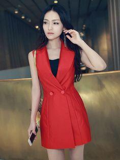 Áo khoác gile dáng dài thời trang TA924 với gam màu đỏ nổi bật, form dáng dài chiết eo gợi cảm giúp các quý cô trông xinh đẹp, rạng rỡ hơn rất nhiều. Áo khoác đẹp được được may từ chất liêu cvair tweed cao cấp, với phần cổ trẻ trung, tay áo sát nách phù hợp với những cô nàng có vóc dáng thanh mảnh cùng đôi chân dài nuột nà. Vẻ đẹp nữ tính càng trở nên hoàn hảo hơn khi mix cùng váy đầm ôm body tối màu, vòng cổ thời trang, New Dress, Dress Up, Nigerian Men Fashion, Cute Dresses, Summer Dresses, Tuxedo Dress, Formal Looks, Love Fashion, Womens Fashion