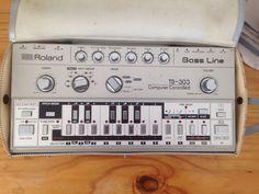 MATRIXSYNTH: Roland TB-303 with Original Gig Bag
