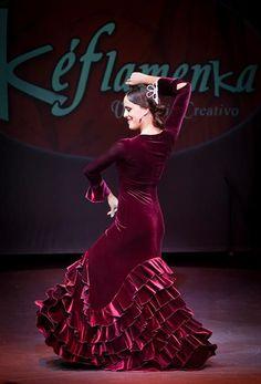 Resultado de imagem para ropa de baile flamenco Shades Of Burgundy, Burgundy Wine, Burgundy Color, Red Purple, Flamenco Dancers, Shall We Dance, Dance Pictures, Dance Art, Dance Photography