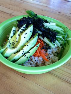 sushi bowls with garlic ginger dressing ~vegan, gluten-free~ reminds me of sushi bowls from cave gratitude! Dairy Free Recipes, Raw Food Recipes, Vegan Gluten Free, Cooking Recipes, Gf Recipes, Lactose Free, Vegan Sushi, Vegan Vegetarian, Vegetarian Recipes
