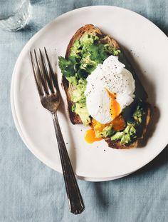 Avocado toast poche eggs