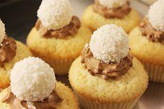 sweetsbyc.blogg.se - Kokoscupcakes med chokladmousse och Ferero Rocher http://sweetsbyc.blogg.se/2015/june/kokoscupcakes-med-chokladmousse-och-ferero-rocher.html