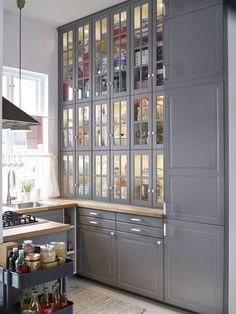 Des meubles de cuisine jusqu'au plafond