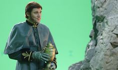 Get a first look at Hans from Frozen on Once Upon a Time. THAT'S THE FREAKING JAR THAT ELSA WAS IN OH MY FLIPPING GOSH