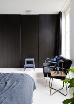 Zwarte kastenwand in de nieuwe slaapkamer van Michiel en Elke in aflevering 8 van vtwonen doe-het-zelf | Make-over door Marie-Gon Vos