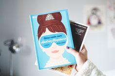 Post com fotos de livros e vídeo com o book haul do mês de maio falando sobre os livros novos que ganhei e comprei durante o mês. Graphic novels, livros feministas, young adult (jovem adulto) e chick-lit. Livro uma noite com Audrey Hepburn.
