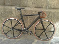 Bicic Fixed con telaio in alluminio e ruote in lega a 6 razze