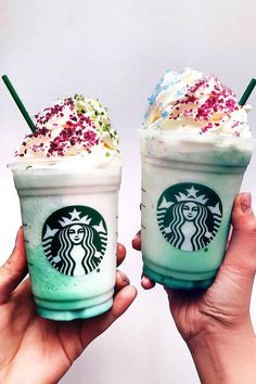 Your future is looking sugary and delicious because Starbucks just launched a brand-new drink: the Crystal Ball Frappuccino. This sure-to-be-viral beverage is Frappuccino, Frappe, Fun Drinks, Yummy Drinks, Starbucks Cookies, Copo Starbucks, Unicorn Milkshake, Secret Starbucks Drinks, Starbucks Recipes