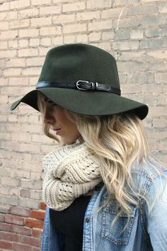 34 The Idea of Boho Clothing with a Combination of Hats In This Season Outfits With Hats, Boho Outfits, Fall Outfits, Cute Outfits, Stylish Hats, Mode Chic, Cute Hats, Comfortable Outfits, Autumn Winter Fashion