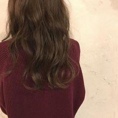 今回ご紹介するのは@obuchi.yさんのヘアカラー。 ナチュラルなブラウンが柔らかい髪質を演出する オリーブカラーが今年の気分。 #regram #locari #locari_hair #ロカリ #ロカリヘア #ヘア #ヘアスタイル #ヘアカラー #ヘアアレンジ #オリーブ #カラー #hair #hairarrange #haircolor #hairstyle