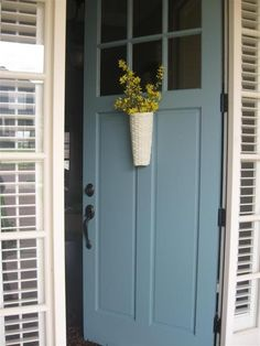 Door Color Ideas: 10 Pretty Blue Doors There's just something about a blue door! Here are 10 of my favorite blue door color ideas, from aqua to navy blue (with paint names). Exterior Door Colors, Front Door Paint Colors, Painted Front Doors, Paint Colors For Home, Paint Colours, Yellow House Exterior, Exterior Design, Behr Exterior Paint Colors, House Shutter Colors