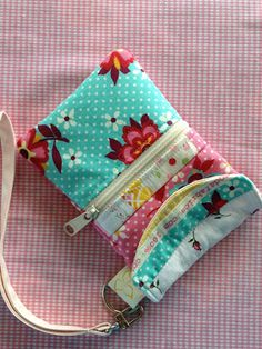 Art cell phone pouch i-want-to-make-this-one-day Sewing Hacks, Sewing Tutorials, Sewing Crafts, Sewing Projects, Sewing Ideas, Diy Crafts, Cell Phone Pouch, Phone Wallet, Sew Wallet