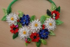 Wild Flower necklace - schemas for the individual flowers.  #seed #bead #tutorial