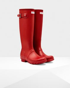 The iconic Original Tall welly is handcrafted from 28 parts.