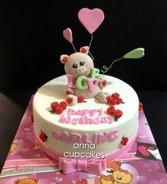 Piggy love cake