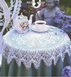 35 Creative Handmade Crochet Tablecloth & Table Runner - Dwell Of Decor Crochet Round, Crochet Home, Easy Crochet, Free Crochet, Crochet Tablecloth Pattern, Crochet Doilies, Cotton Crochet, Thread Crochet, Doily Patterns