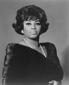 The great opera diva Leontyne Price rockin' that mink stole and pearls! Regal!!