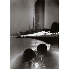 Louis Faurer Street Pier Looking Toward the United Nations Building, New York City 1951 Old Photography, Street Photography, Louis Faurer, Edward Steichen, Robert Frank, William Eggleston, Out Of Focus, Photo B, Usa News