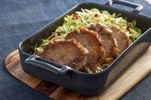 Svinekoteletter med hot kålsalat